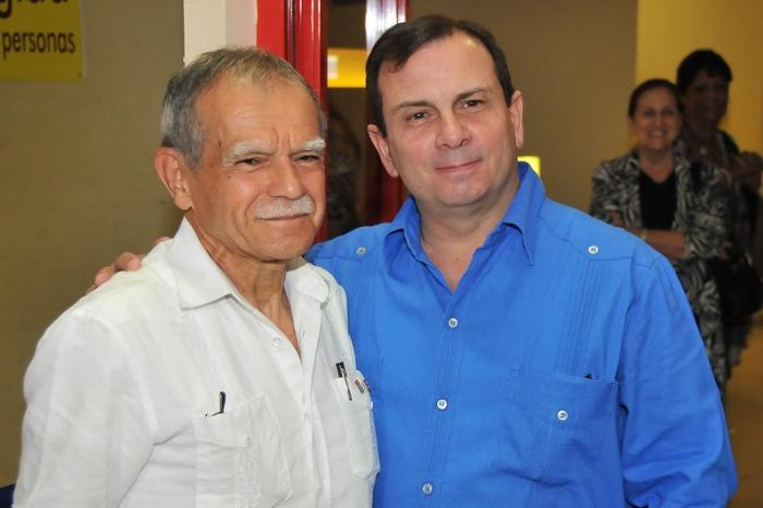 Frenando Gonzalez Llort presidente del ICAP recibe a Oscar López Riveras