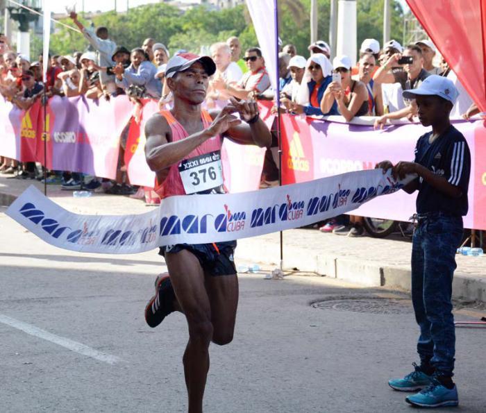 Marabana 2017 Ganador de los 42 km Henry Jaen-maraton masculino