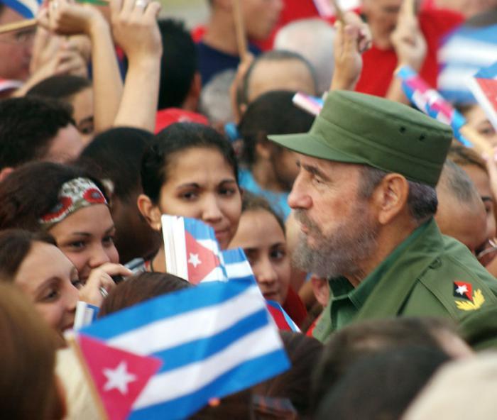 Marcha combatiente por el Malecón y frente a la oficina de intereses de EE.UU. en Cuba en protesta por las medidas que quiere imponer George W. Busch a Cuba para la transición a la democracia. La misma estuvo presidida por el Comandante en Jefe Fidel Castro Ruz y también participó el general de ejército Raúl Castro Ruz.