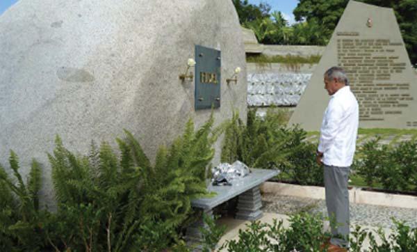 Rinde Oscar López Rivera homenaje a Fidel en Santiago de Cuba