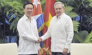 Raúl Castro Ruz, Primer Secretario del Comité Central del Partido Comunista de Cuba y el compañero Vo Van Thoung, miembro del Buró Político y del Secretariado del Comité Central del Partido Comunista de Vietnam