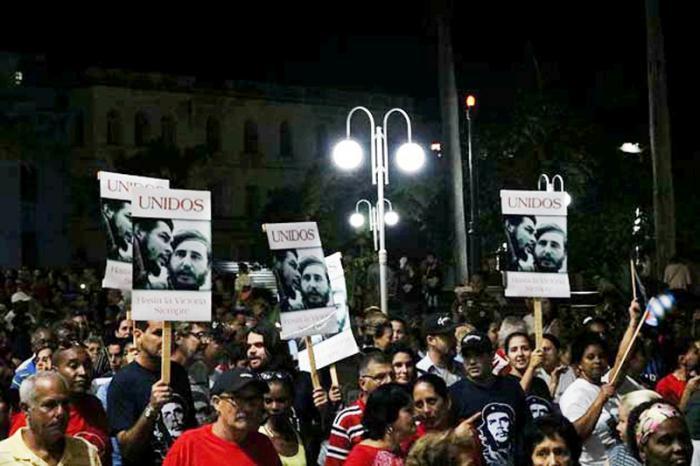 Peregrinación en Villa Clara en homenaje a Fidel en el primer aniversario de su fallecimientofoto del autor