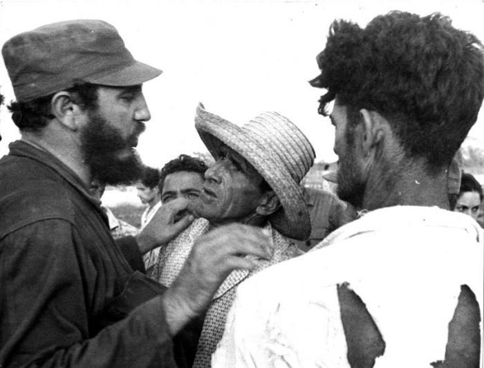 Fidel durante el ciclón Flora.