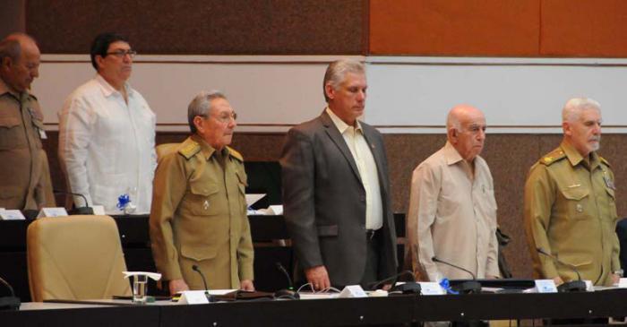 Raúl Castro prolonga su presidencia más allá de febrero de 2018