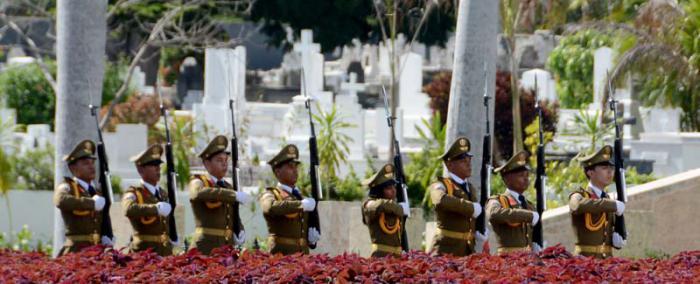 Cementerio Santa Ifigenia en Santiago de Cuba. Monolito donde reposan las cenizas de Fidel, monumento a José Martí, Carlos Manuel de Céspedes y Mariana Grajales, donde miles de personas diariamente le rinden homenaje.