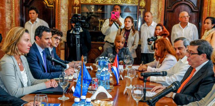 El ministro de Relaciones Exteriores de Cuba, Bruno Rodríguez Parrilla, recibe a Federica Mogherini, Alta Representante de la Unión Europea (UE) para Asuntos Exteriores y Política de Seguridad, en la sede del MINREX.