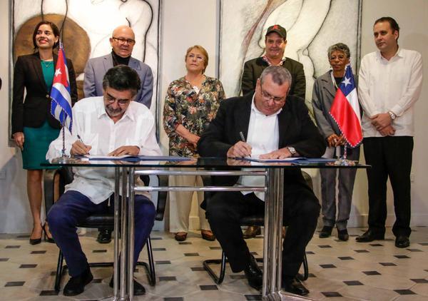 LA HABANA-FIRMAN CONVENIO GOBIERNOS DE CUBA Y CHILE