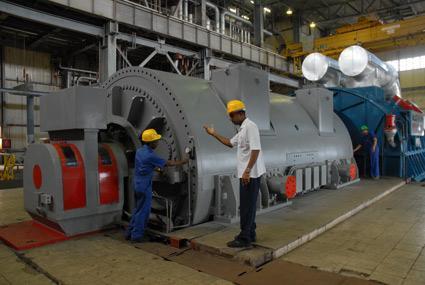 Trabajadores eléctricos por elevar calidad en los servicios. Termoeléctrica Antonio Guiteras de Matanzas.
