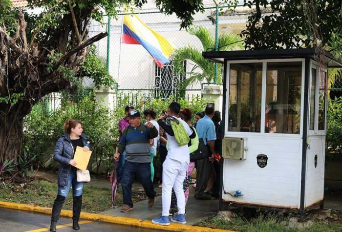 El Consulado colombiano en La Habana tiene un flujo inusitado de personas, pero mantiene el orden y trabaja para agilizar el proceso de otorgamiento de visas.