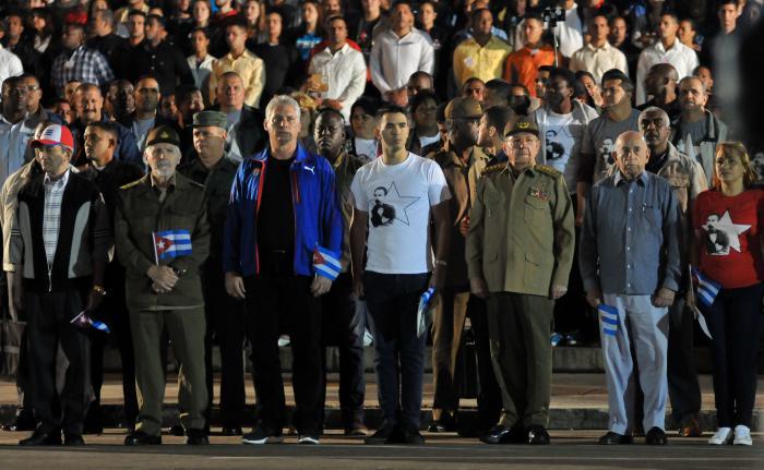 Encabezó Raúl Castro en La Habana marcha de las antorchas en homenaje a Martí