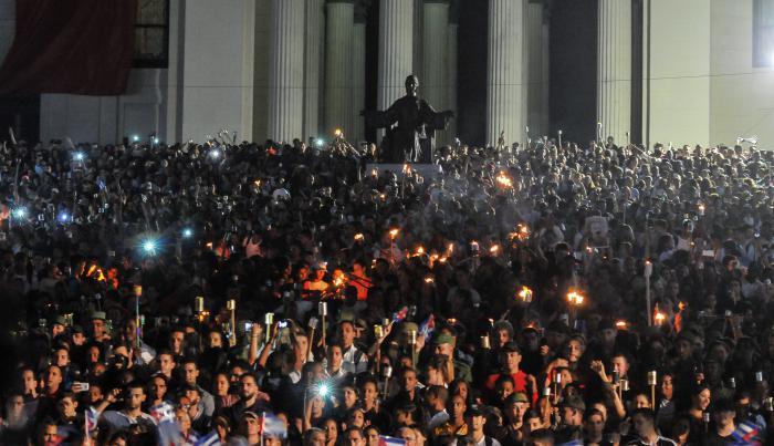 Marcha de las Antorchas, desde la escalinata de la Universidad de La Habana hasta la Fragua Martiana, para rendir homenaje al Héroe Nacional José Martí, en el aniversario 165 de su natalicio, Vedado.