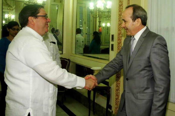 Recibe Canciller cubano al Ministro argelino de Salud y Población