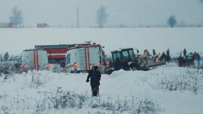 Autoridades rusas trabajan cerca de la zona del siniestro.
