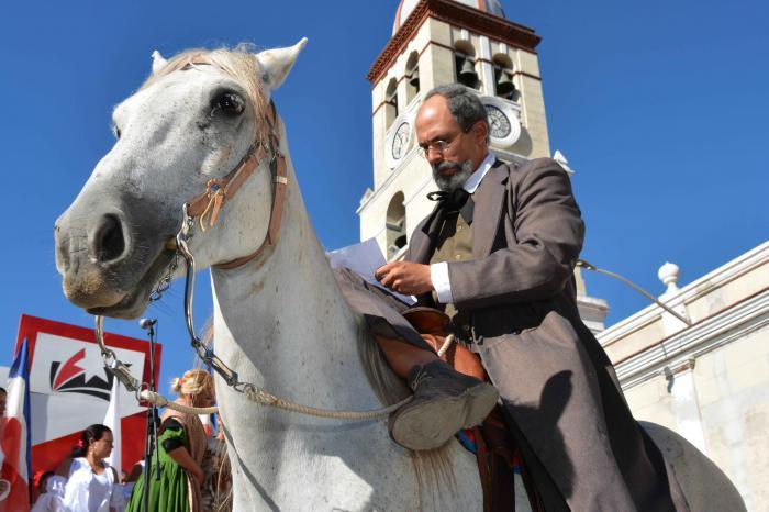 Representación del momento en que Perucho Figueredo compone la letra del Himno Nacional, en la celebración por el Día de la Cultura Cubana.  Foto: ARMANDO Contreras Tamayo