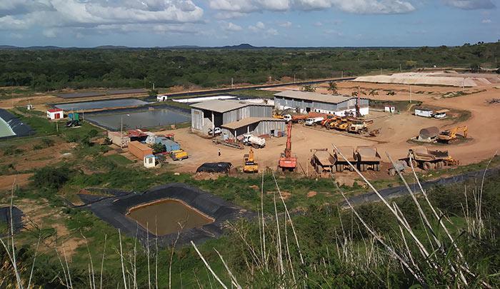 Un conjunto de piscinas y varias instalaciones conforman la mina de oro al aire libre de Jobabo, la que posee reservas para 10 años o más de explotación.