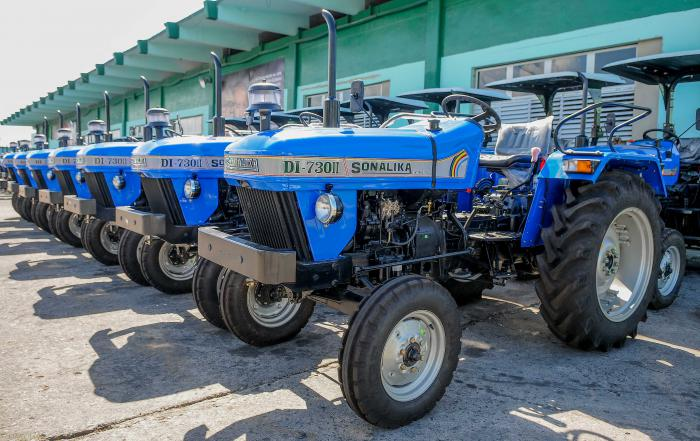 La India Dona 60 Tractores Para El Desarrollo Agrícola