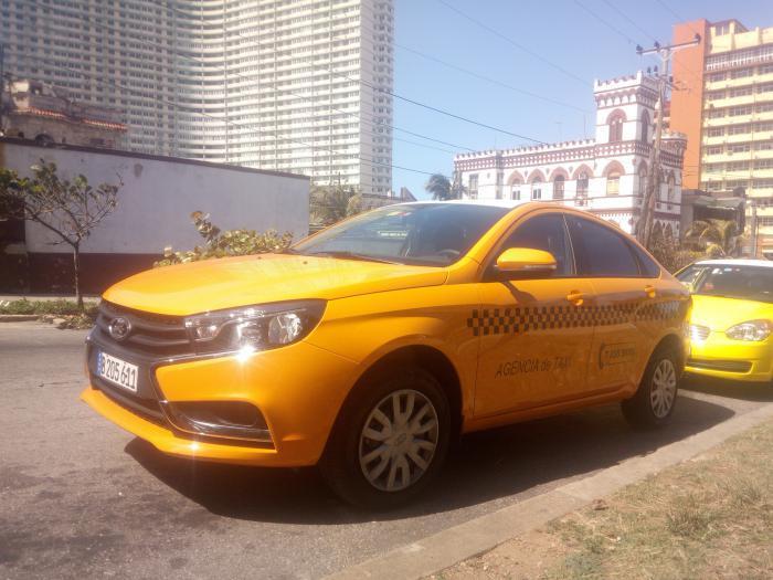 Con la adquisición de los vehículos se renovó el parque de tres agencias de taxis en la capital. foto de la autora