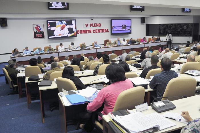 Pleno del Comité Central del PCC analiza actualización del modelo económico y social cubano
