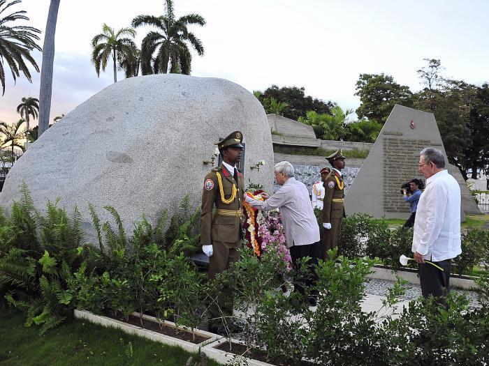 Nguyen Phu Trong depositó una hermosa ofrenda floral dedicada al líder la Revolución Cubana. Foto: