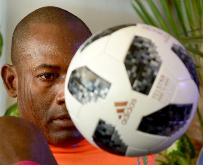 """Der Welt bester Sitzfussballer ist Kubaner: Neuer Weltrekord für """"El Dominador"""""""