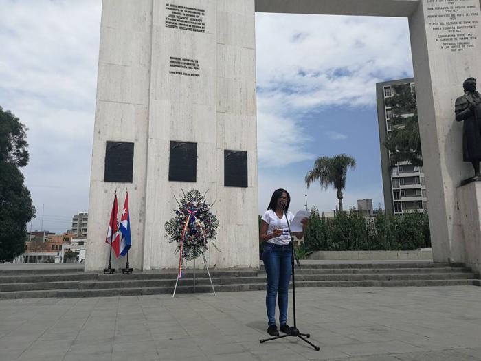 La presidenta de la OCLAE, Mirthia Brossard, habló en nombre del grupo y destacó el aporte peruano a la identidad latinoamericana. Foto Sergio Alejandro Gómez