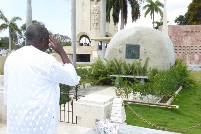 Rinde homenaje a Fidel y Martí en Santiago de Cuba vicepresidente de la Comisión de la Unión Africana