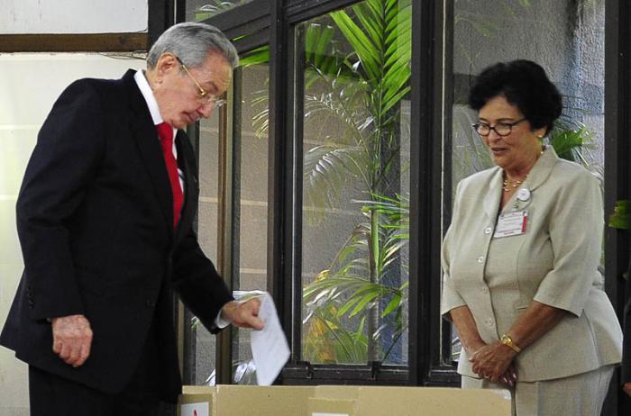 Se constituyó  la Asamblea Nacional del Poder Popular, en su IX Legislatura, con la presencia del General de Ejército Raúl Castro Ruz, Primer Secretario del Partido Comunista de Cuba
