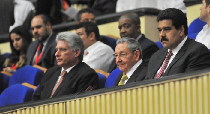 Clausura de la Cumbre ALBA-TCP por el X Aniversario en el Teatro Nacional. Presidida por el general de ejército Raúl Castro Ruz, Presidente de los Consejos de Estado y Ministros; Nicolás Maduro, Presidente de la república Bolivariana de Venezuela y Miguel Díaz-Canel Bermúdez, entonces primer vicepresidente de los Consejos de Estado y de Ministros.