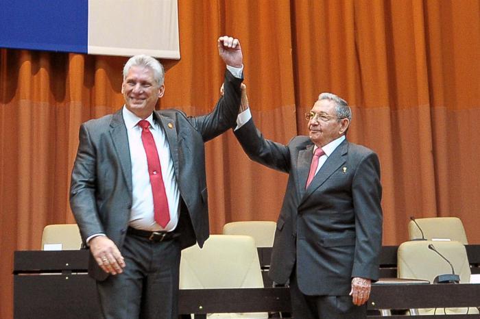 Miguel Díaz Canel y Raúl Castro