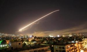 Imagen del ataque con misiles vista desde Damasco la capital de Siria
