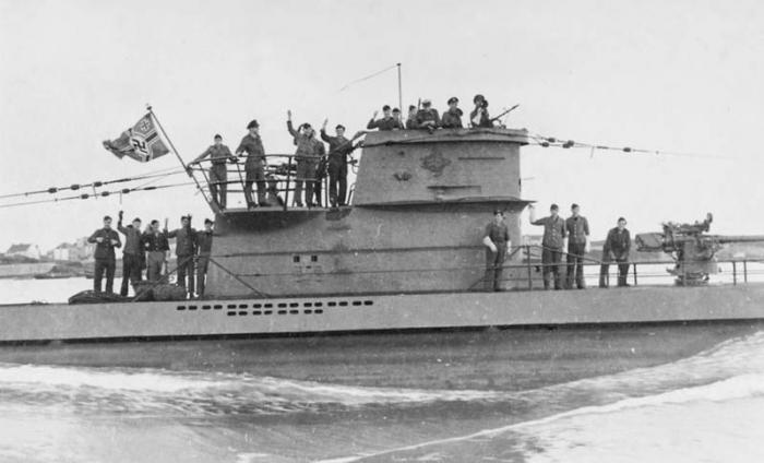 """Oficiales y tripulantes de un submarino alemán  U-Boat, los """"lobos grises"""", que operaron en la costa de Cuba."""