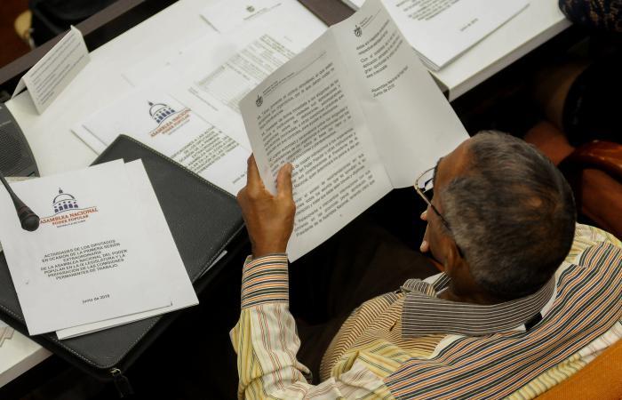 Continúa preparación de parlamentarios cubanos para ejercicio del cargo
