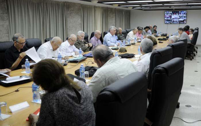 Díaz-Canel insistió en que el país se debe mantener alerta ante los pronósticos de intensas lluvias para los próximos días.