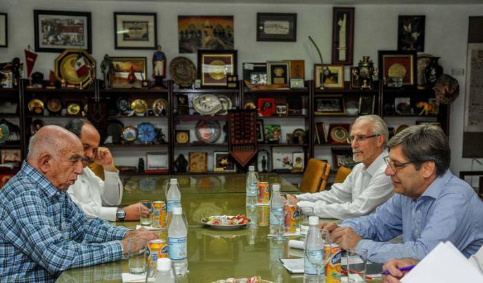En un clima fraternal se hizo un recuento de las excelentes relaciones del Frente Amplio de Uruguay y el PCC.