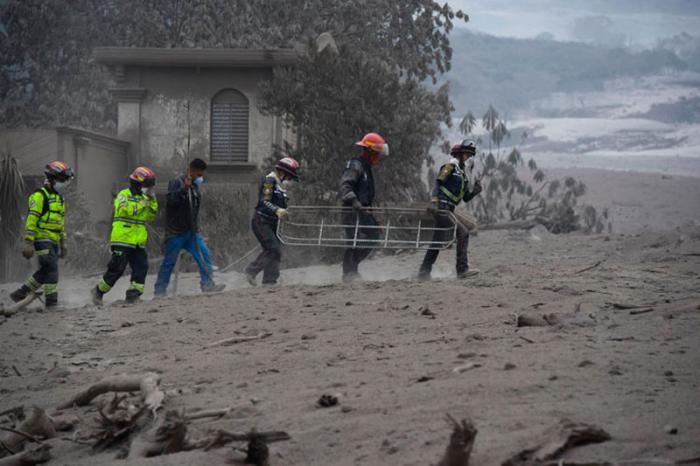 Lluvias mantienen el estado de riesgo en Guatemala por erupción volcánica