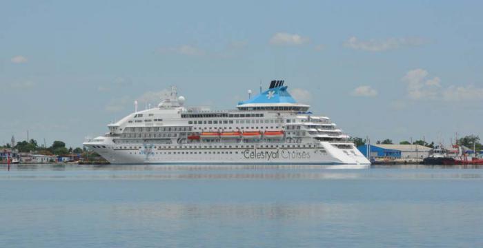 Crucero fondeado en la terminal cienfueguera.