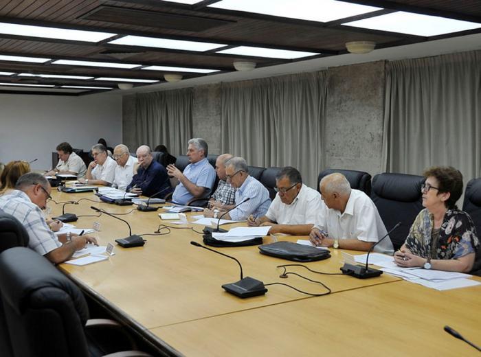 Presidente cubano chequea desarrollo de la inversión extranjera y las exportaciones