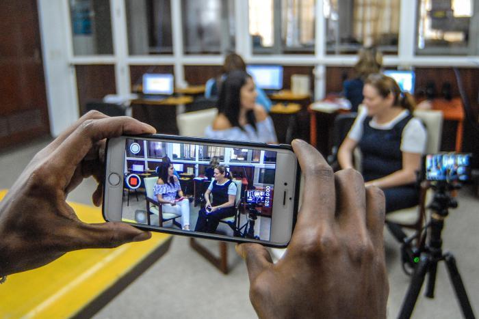 492730183d0 Forodebate con Etecsa sobre tecnología móvil digital en Cuba; Entrevista de  Susana Anton Periodista del