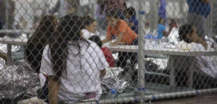 En estas jaulas estaban separados los niños de sus padres.
