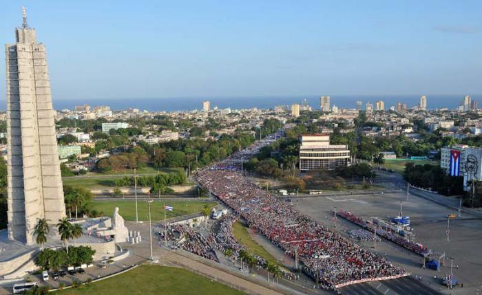 Desfile por el 1 de Mayo en la Plaza de la Revolución José Martí.