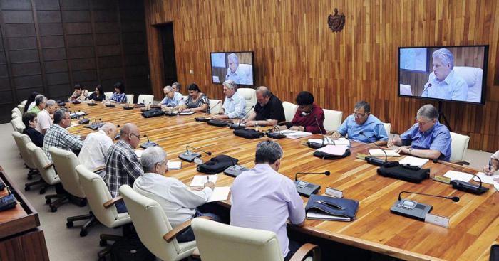 Reitera presidente cubano prioridad del turismo para el desarrollo del país