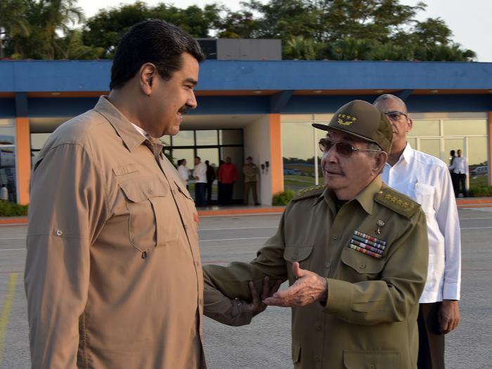 Raúl bids Nicolás Maduro farewell in Havana