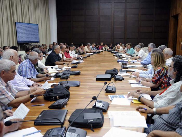 Junto a Díaz-Canel Bermúdez participaron también en la reunión Esteban Lazo Hernández, presidente de la Asamblea Nacional del Poder Popular; Salvador Valdés Mesa, primer vicepresidente de los Consejos de Estado y de Ministros; y Ricardo Cabrisas Ruiz, vicepresidente del Consejo de Ministros.