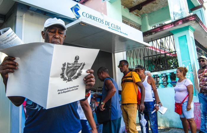 A la venta en Camagüey texto del Proyecto de nueva Constitución cubana (+ Fotos)