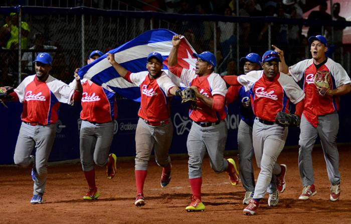 Cuba reconquista corona centrocaribeña de Sóftbol (m)