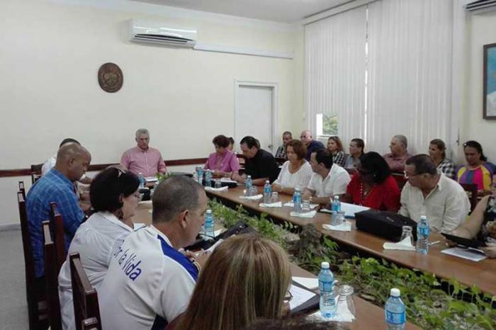 Díaz-Canel comprueba preparativos del próximo curso escolar en Villa Clara