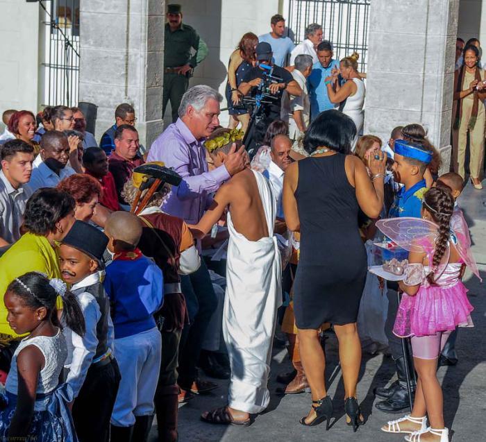 Presidente cubano asiste al acto por el comienzo del curso escolar