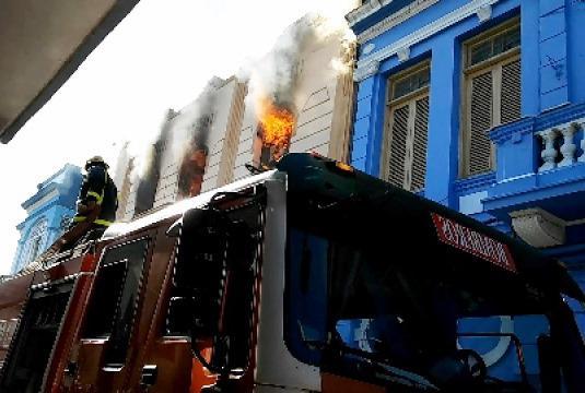 Sofocado incendio en Santiago de Cuba