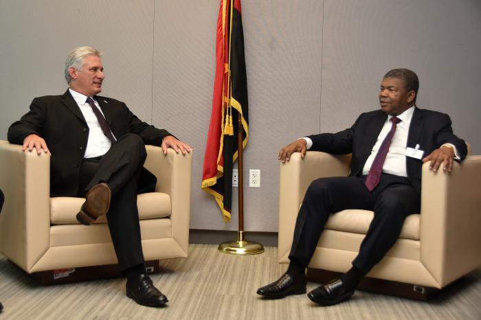Encuentro con el representante de Angola.