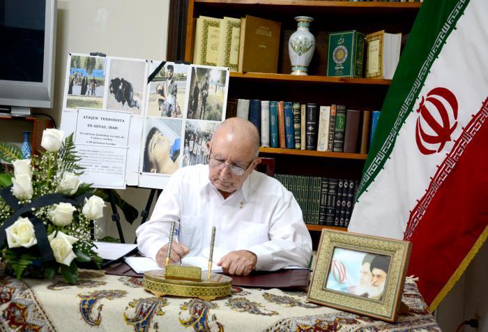 Autoridades cubanas firman libro de condolencias por ataque terrorista en Irán